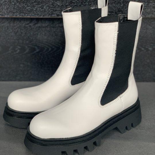 【ZARA新作】脚が太く見えない白ブーツが超優秀♡