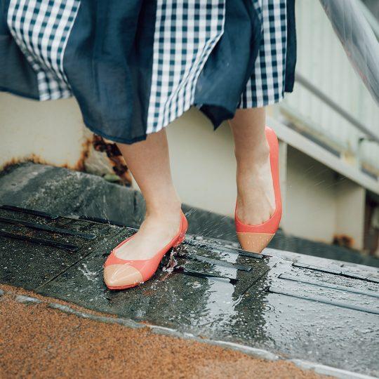梅雨対策! 雨を気にせず使えるレインシューズ&バッグ10選