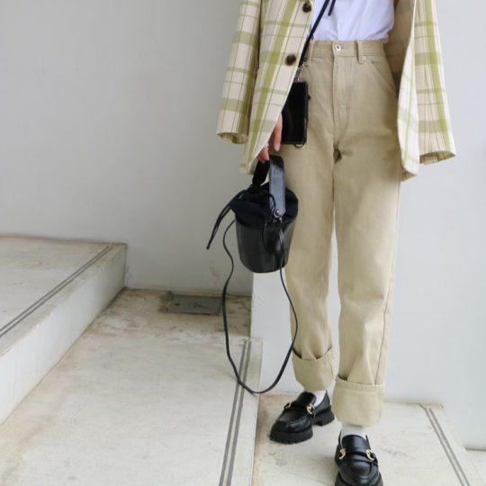 【ユニクロ】オシャレのプロが認めた美脚パンツを紹介【コーデ付き】