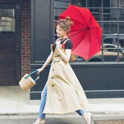 【梅雨対策】雨の日も軽やかな「ぺたんこ靴」コーデ3選