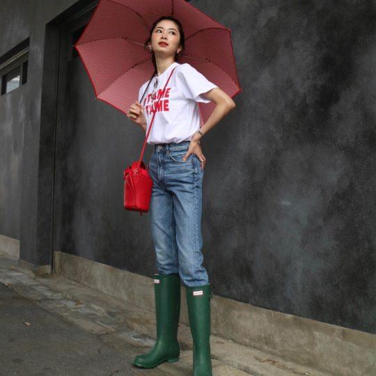 【雨の日】定番レインブーツをオシャレに履きこなすアイデア3選