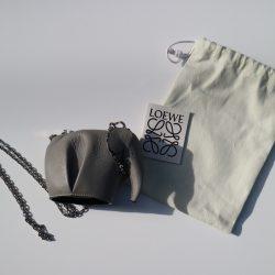 【ロエベ】人気のミニバッグを使った真夏コーデ3選